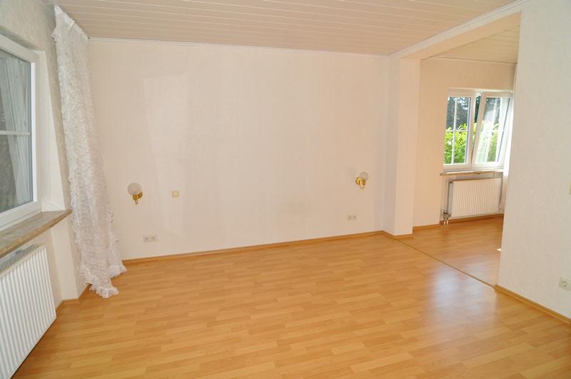 verkauft gro er winkelbungalow mit einliegerwohnung vr bank immobilien coburg. Black Bedroom Furniture Sets. Home Design Ideas