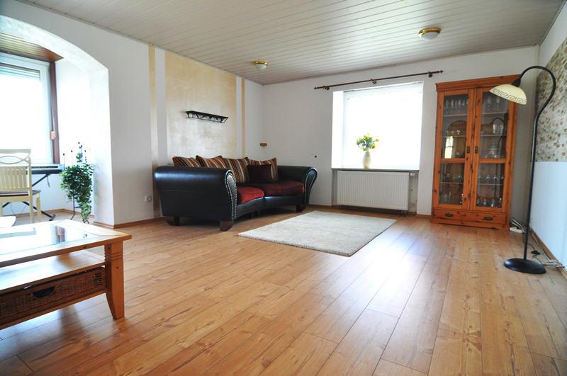 Renoviertes wohnhaus in coburg scheuerfeld vr bank for Wohnzimmer coburg