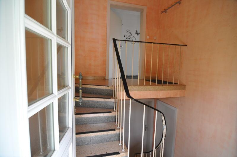 Verkauft wohnhaus mit einliegerwohnung vr bank for Fenster coburg