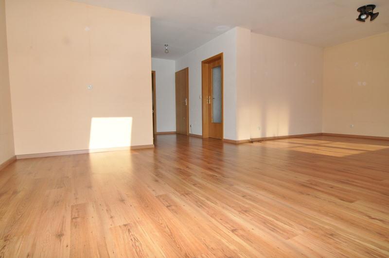 Verkauft eigentumswohnung mit herrlichem blick vr bank for Wohnzimmer coburg