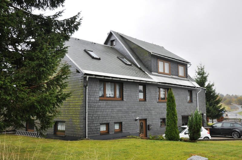 gro es haus mit neuem anbau vr bank immobilien coburg. Black Bedroom Furniture Sets. Home Design Ideas